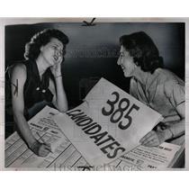 1952 Press Photo Mrs. Bernice Land and Ann Mandazzi