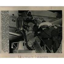 1965 Press Photo Pfeffer falls stretcher plane Boston - RRW55335