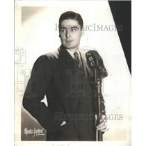 1937 Press Photo NBC Announcer Louis Roen With Microphone - RSC45009