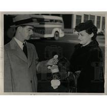 1939 Press Photo Dorothy Rosens Donations Detroit Tag - RRW02483