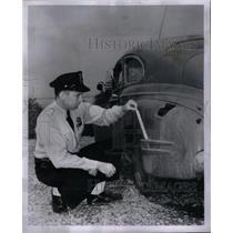 1962 Press Photo Patrolman Ed Wild Detroit - RRX57885