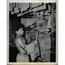 1944 Press Photo Papuan Native Laborer Rubber - RRX71787