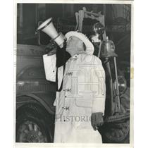 1953 Press Photo Firefighter Megaphone Truck - RRW44639