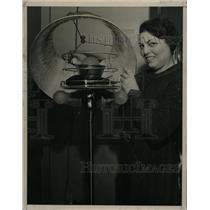 1936 Press Photo Infra Red Lamp & Electric Fan - RRW24821