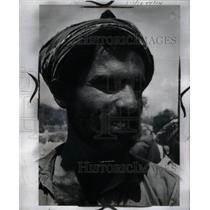 1960 Press Photo Picture Show Pakistan Men People Stand - RRX36817
