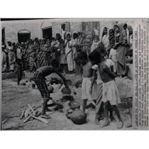 1964 Press Photo Refugees From Indian West Bengal - RRX78811