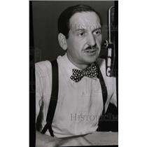 1947 Press Photo Commentator Richard Harkness - RRW71101