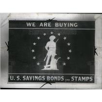 1942 Press Photo Sign Savings Bonds Stamps Purchase - RRX43533