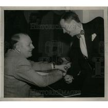 1950 Press Photo Gene Lowall & Harry McCormick reporter - RRX43425