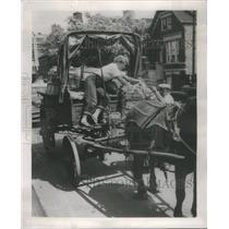 1953 Press Photo Reporter Edan Wright - RSC59515