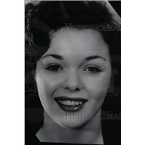 1942 Press Photo Nancy Gates Hollywood Charles Laughton - RRX42803