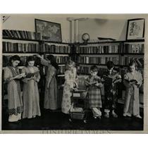 1945 Press Photo Pat Conway Donna Loretta Mikotis Masla - RRW58637