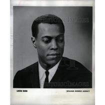 1960 Press Photo Leon Bibb American Cleveland Ohio - RRX34575
