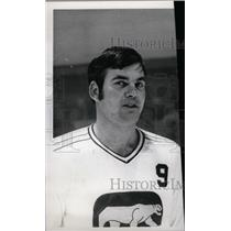 1972 Press Photo Rosie Paiement Hockey Player Chicago - RRW73747