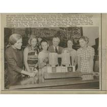 1970 Press Photo Women Diving Team Honored by Hickel