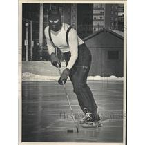 1981 Press Photo John Drinker Ice Hockey Waveland Rink - RRW39811