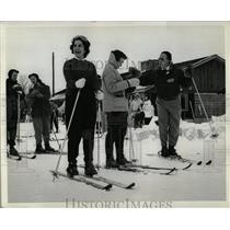1957 Press Photo Skiing Lessons - RRW02803