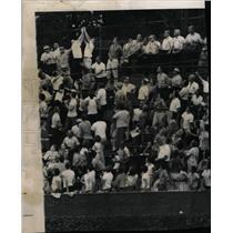 1962 Press Photo Los Angeles Dodgers Frank Howard Fans - RRW73229