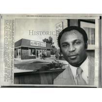 1971 Press Photo Chicken Business Brady Keys Pittsburgh - RRX50891
