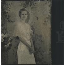 1932 Press Photo Valerie Depeut Fasion Model Russian - RRX88459
