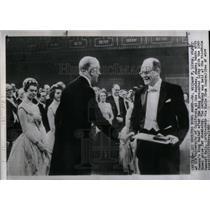 1960 Press Photo Dr. Willard Libby King Gustaf Nobel - RRX24039