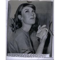 1965 Press Photo Diane Van Ess & Cordless Personal Fan - RRX49435