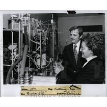 1975 Press Photo Dale Compton Scientific Research Norma - RRW89287