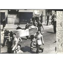 1940 Press Photo Flag Burning British Embassy Italy - RRX78351
