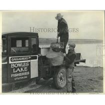 1934 Press Photo Gallagher's Bowles Lake Fisheries men - RRX81185