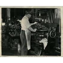 1938 Press Photo Munitions Manufacturing Machinery - RRW64587