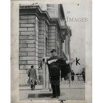 1940 Press Photo Paris Traffic Police Wear White Gloves - RRX64633