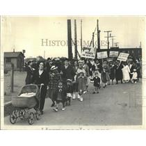 1937 Press Photo Women Picket Inland Steel Plant