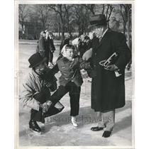 1959 Press Photo Mayor Daley Youth Skating Prog Chicago