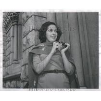1962 Press Photo Maria del Carmen Rodriguez waits on steps of Holy Namecathedra