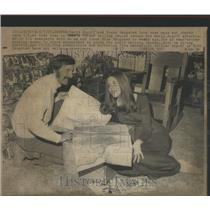1972 Press Photo David Rogoff and Susan Haugsted looks over maps and charts as t