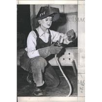 1943 Press Photo Paulette Goddard American Film Theatre Actress Lady Welder