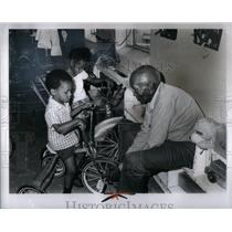1973 Press Photo Harry Ennis Jerome Childrey Melinda - RRX51189