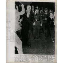 1952 Press Photo West Berlin Police escort City Hall - RRX72497