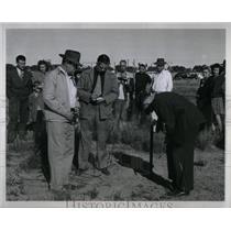 1946 Press Photo Puebloans spot Brummett girl body - RRX56049