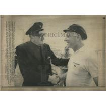 1970 Press Photo Americas Cup Race Captains Shaking Hands Packer Bich