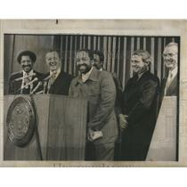 1977 Press Photo Wallace D. Muhammed And Commissioner Unveil Urban Project