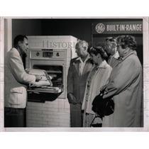 1955 Press Photo Rayfeld's Inc. Appliance Store - RRX76779