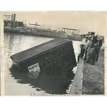 1945 Press Photo Truck Driver Strike River Chicago