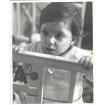 1964 Press Photo Mark Cohen Teachings Allergy Cows Milk - RRW35819