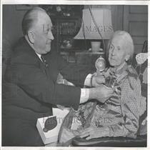 1953 Press Photo Teenagers 1870 Joe Flood Radio