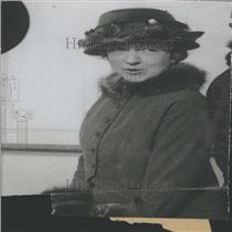 1933 Press Photo Lady Elsie Mendl Europe Women drinking