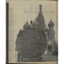 1976 Press Photo New Communist Emblem Installed