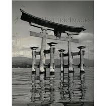 1976 Press Photo Vermillion Torii Gate Near Hiroshima - RRX70451