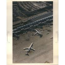 1991 Press Photo Plane United Airlines O'Hare Airport - RRU80731