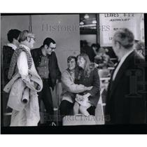1969 Photo College Students At Airlines For Vacation - RRU89225